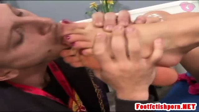 Guy Eats Off Dirty Teens Feet - scene 8