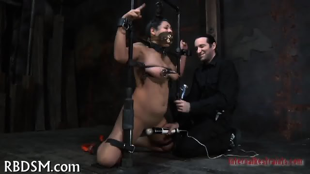 Delighting cunt with hot toy - scene 3