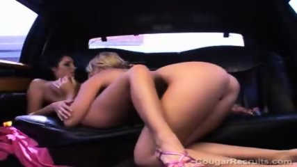 Pussylicking car sex - scene 8