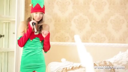 Skinny Teen Gina Gerson Gets DP For Christmas - scene 2