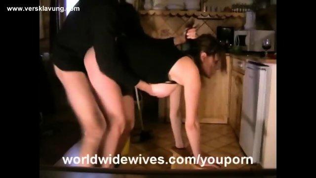Master fickt seine Sub in der Küche