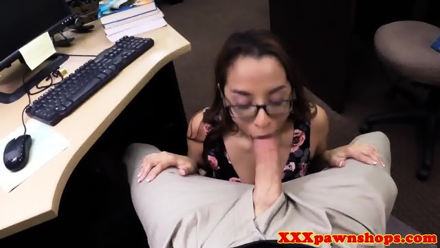 Pawnshop spex amateur cocksucking