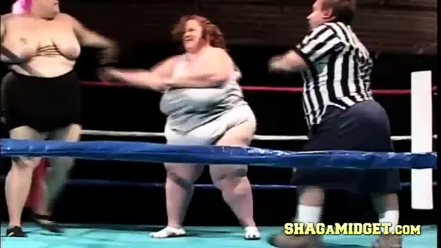 Lesbian sumo wrestlers strip during fight