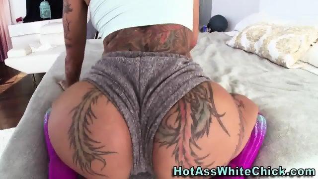 Big booty slut has anal