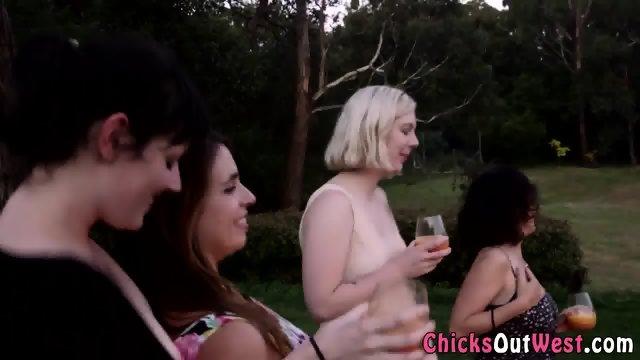Horny aussie les party