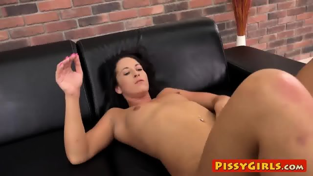Smoking hot Vanessa Twain wets the sofa with her juices