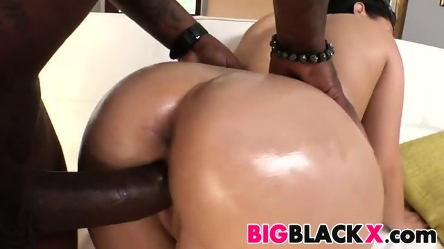 Jessica Bangkok loves big black dicks