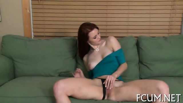 Hottie fucks in a non-stop manner