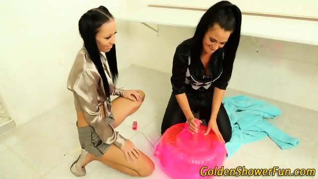 Heeled les piss threesome - scene 2