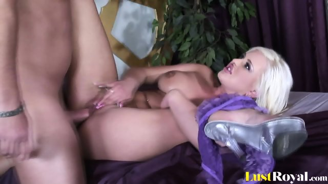 This is how Andi Anderson makes her man cum