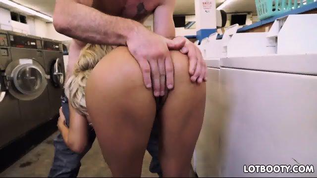 Juicy ass latina milf Luna Star with massive tits - scene 8