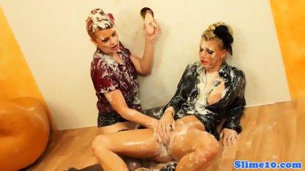 Bukake Lesbos Pussyrubbing At The Gloryhole