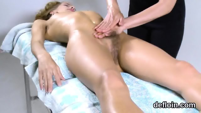 Pretty sweetie spreads narrowed kitty and gets deflowered - scene 10