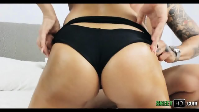 Big Booty Brunette Pussy Takes A Beating Desirae Rose - scene 2