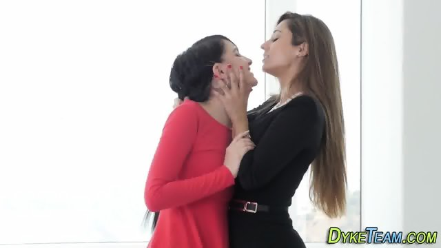Teen lesbians licking box