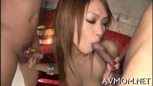 Milf chick turns herself on - scene 4