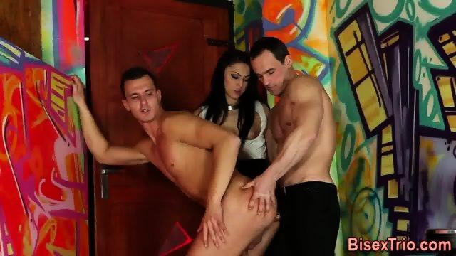 Bisexual threeway jizz - scene 8