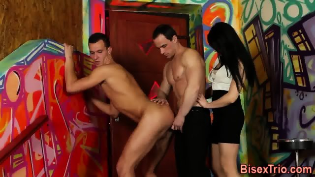 Bisexual threeway jizz - scene 5