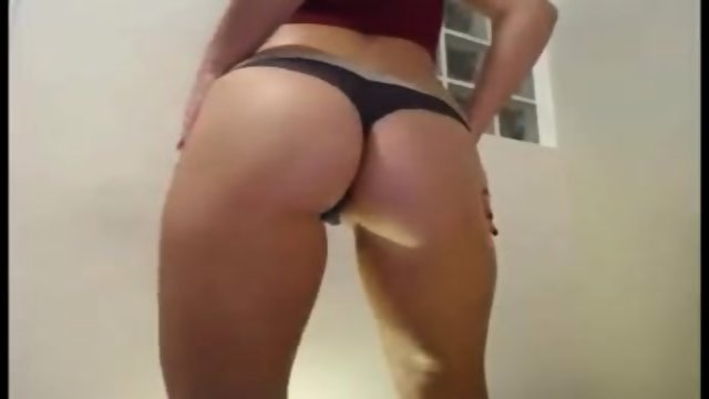 TEEN STRIPTEASE ON WEBCAM - TEENCAMS123.COM