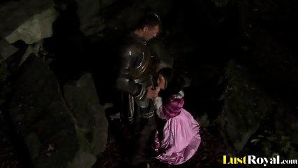 Warrior Gets Pleasured By Arousing Veronica Da Souza - scene 1