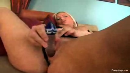 Blonde slut Malibu masturbates with her new toy - scene 11