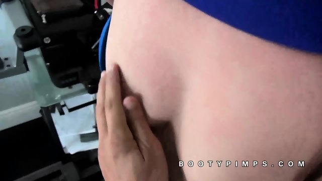 Lexy Bandera latina kneels to suck dick