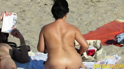Voyeur Beach Amateur Nude Milfs Pussy And Ass Close Up - scene 4