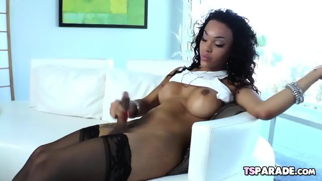 Black Tgirl Nicole Starr Makes Herself Cum