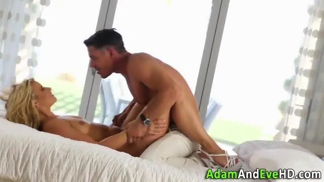 Beauty gets ass jizzed