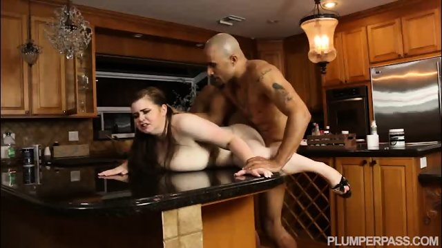 Plumper Savana Blue Sucks Big Black Cock In the Kitchen - scene 12