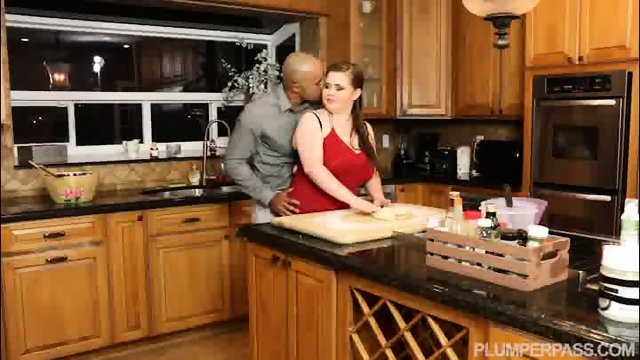 Plumper Savana Blue Sucks Big Black Cock In the Kitchen - scene 2