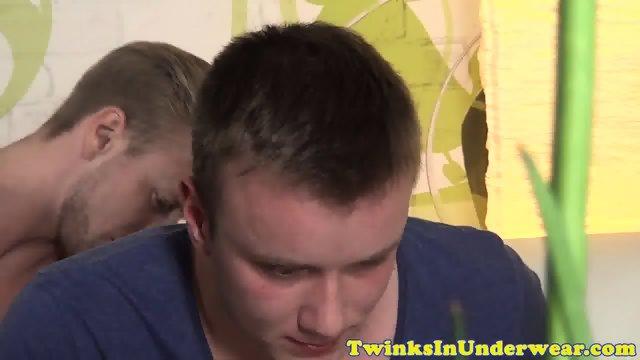 Twunk cocksucking masseurs hard dick - scene 1