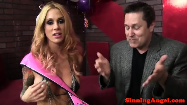 Hot nude wamen giving blow jobs