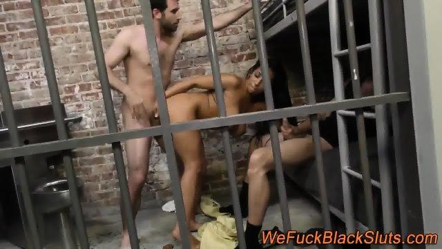 Black prisoner in 3way