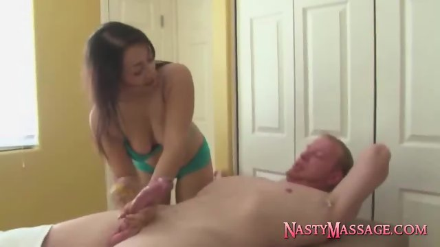The brand new masseuse�provides handjobs - scene 9