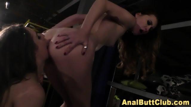 Kinky les eats roundass - scene 12