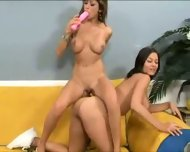 Two PERFECT babe dildoing pussy