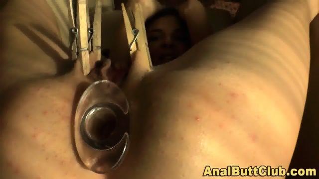 Roundass ho pegs pussy