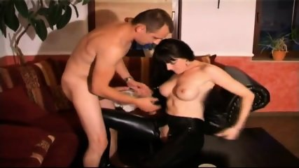 Traumhafte Nutte Im Latex Outfit - scene 8
