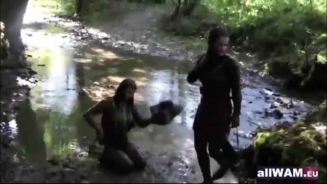 Classic lesbians play in paint - scene 12