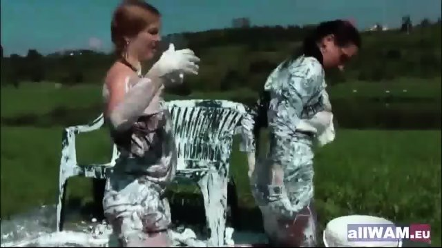 Classic lesbians play in paint - scene 4