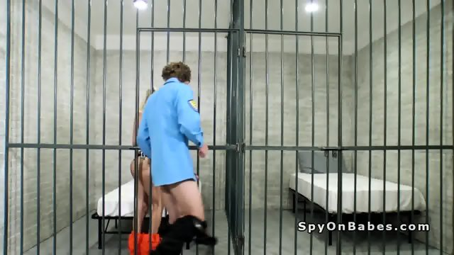 Perv officer bangs hot blonde in jail cell