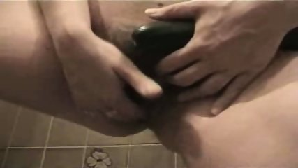 Zuchhini masturbation in bathtube - scene 12