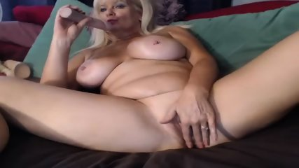MILF Slut Play Dildo On Webcam