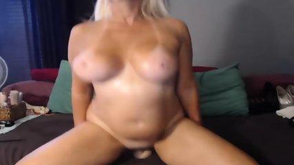 MILF Slut Play Dildo On Webcam - scene 1