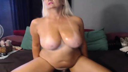 MILF Slut Play Dildo On Webcam - scene 3