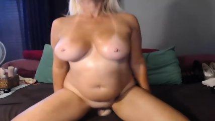 MILF Slut Play Dildo On Webcam - scene 4