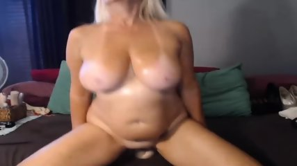 MILF Slut Play Dildo On Webcam - scene 5