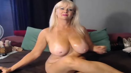 MILF Slut Play Dildo On Webcam - scene 6