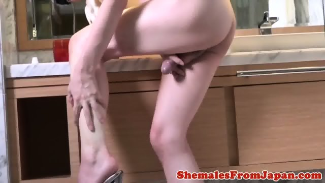 Amateur newhalf toys cock during anal fucking